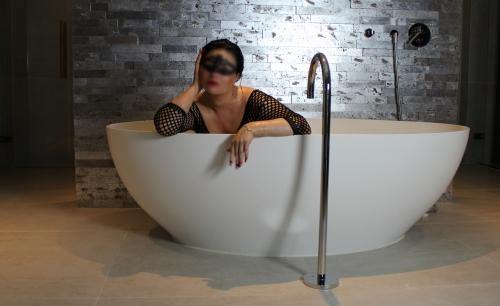 bath sit blur 1800x1000 1 500x99999 - Gallery