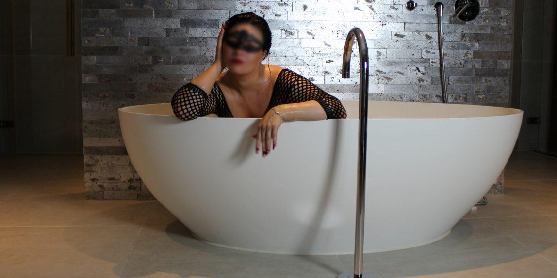 bath sit blur 1800x1000 1148x574 - Photoshoot for website