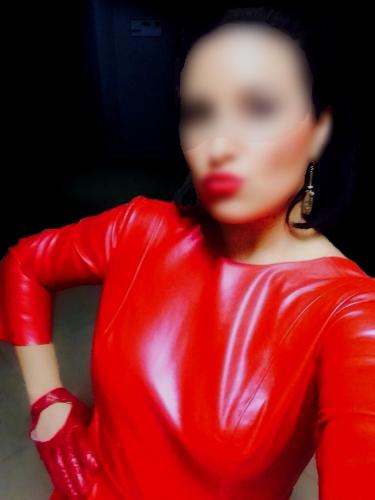 nikita red dress black bg blur more 99999x500 - Gallery